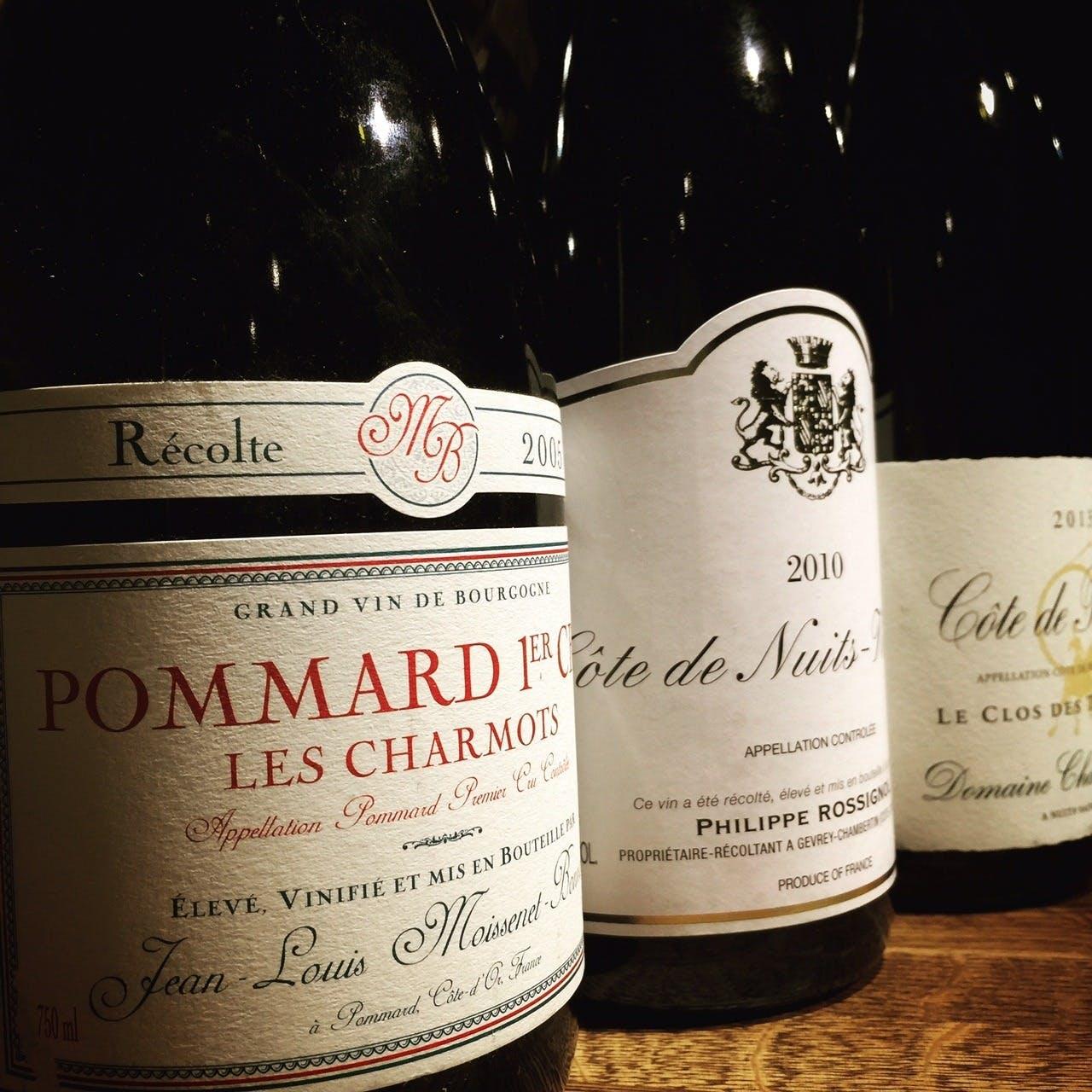 フランス各地とカリフォルニア産を中心としたワインを品揃え