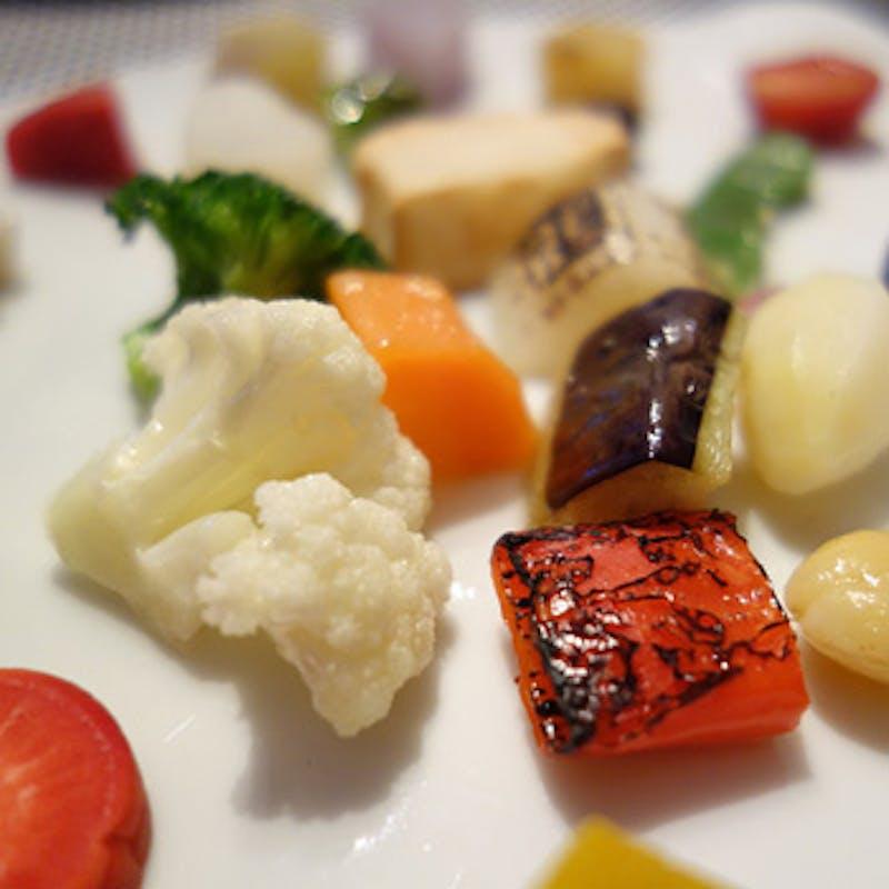 【Lunch】前菜、選べるメイン、デザートなど全4品+選べる1ドリンク(1日2組限定)