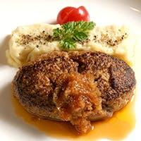 肉のプロ達が認めるオーナー加藤敦の厳選した、最高の山形牛が味わえます