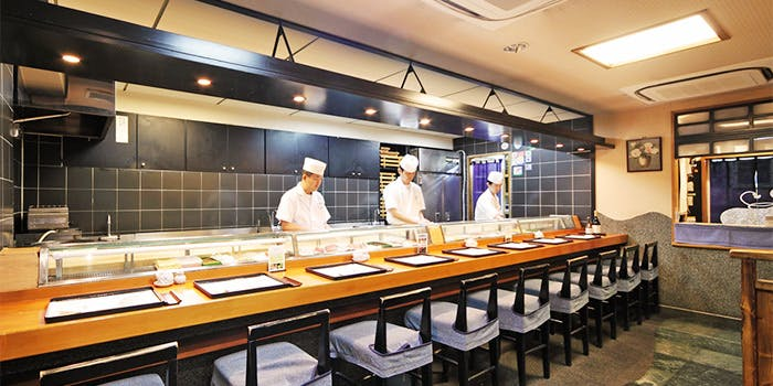 記念日におすすめのレストラン・日本橋 舟寿しの写真1
