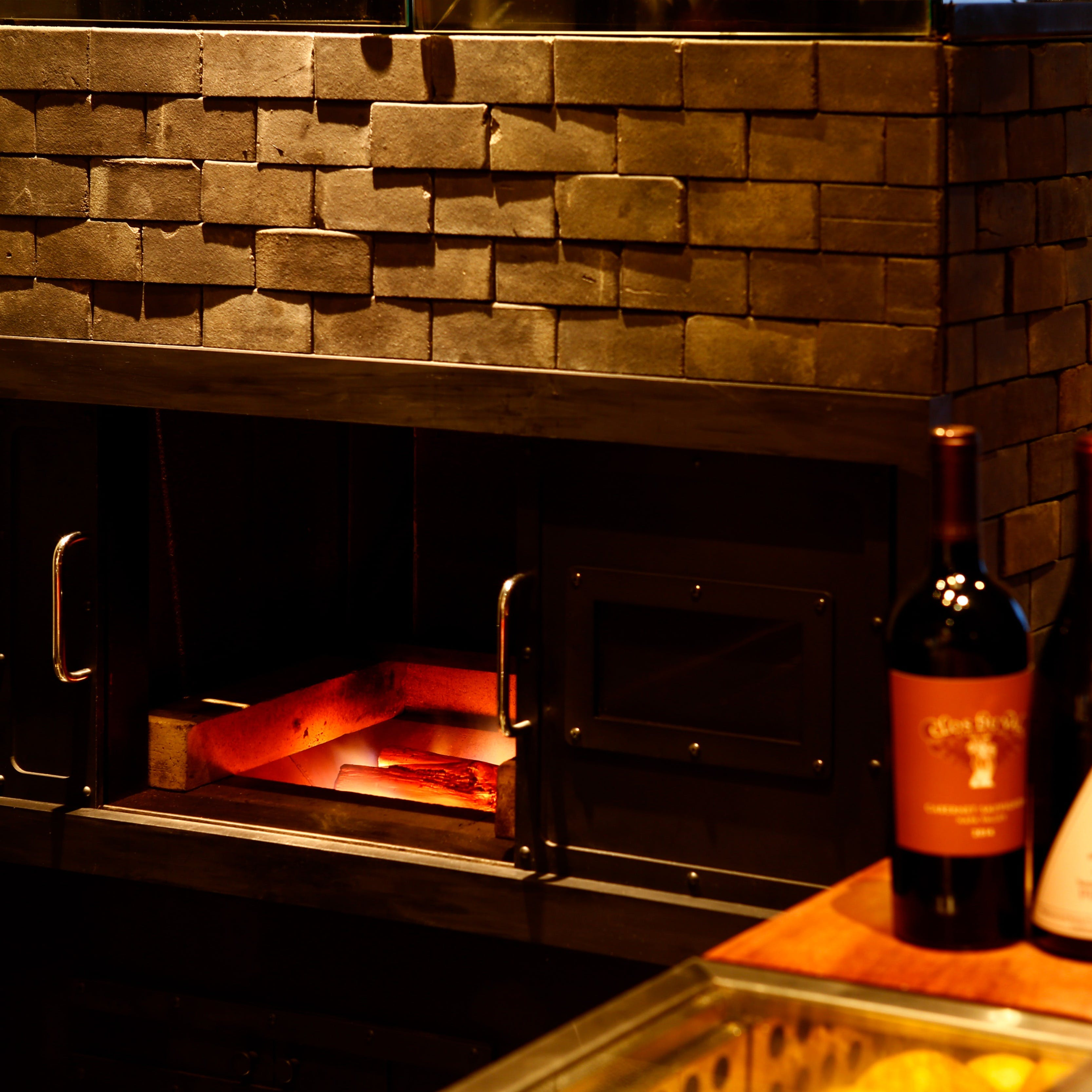 自慢の炉窯で焼き上げる絶品ステーキ