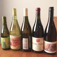 料理1品ごとに、熟成した純米酒や日本ワインを
