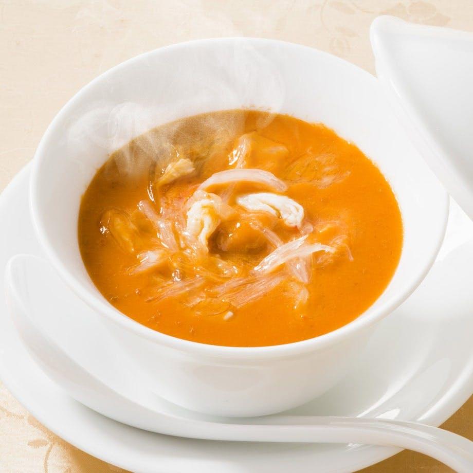謝朋殿自慢の逸品「うにとフカヒレのスープ」