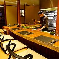 情緒ある祇園の街、白川のほとりに佇む京町家レストラン