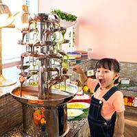 2色の味が楽しめるチョコレートファウンテンやデザートトッピングに大人も子供もワクワク!