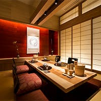 新宿の高層階で、伝統の本格京料理と全席個室のおもてなし