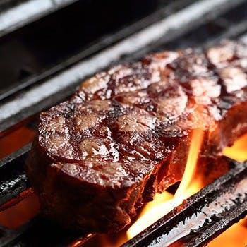 バベルのこだわりのひとつ。厳選した食材をじっくりと備長炭で焼き上げる豪快なグリル