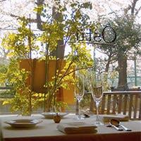 """目の前に桜を眺める""""さくら席""""で、贅沢な春のひとときを"""