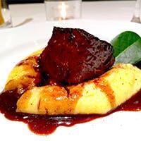 ピエモンテ料理にこだわり抜いた料理は、素朴で温かいシェフの人柄そのもの