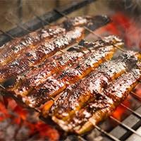 「さきたて」の活鰻を蒸さずに焼く「地焼き」 香ばしさそのままに歯応えのある食感で
