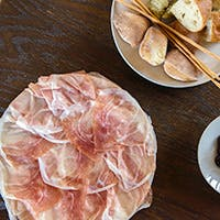 こだわりのナチュラルワインと素材重視のイタリア料理