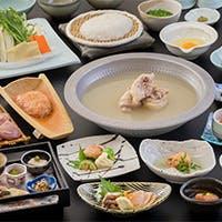 銘柄鶏「華味鳥」を使用した自慢の水たきや一品料理も豊富に取り揃えております