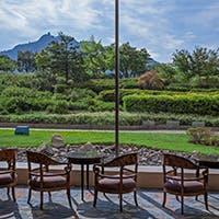 岐阜の名山「金華山」の眺めを愉しむ贅沢な時間 土日のピアノの生演奏も魅力