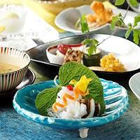 四季折々の旬の食材をふんだんに使用した懐石料理をご用意