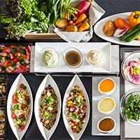 できたても味わえる約50種類の彩り鮮やかな旬食材を愉しむブッフェ