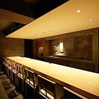 静かで落ち着いた雰囲気の南青山、根津美術館付近に位置する「御料理 宮坂」