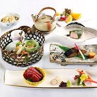 和と洋の両方の創作料理を種類豊富にご用意