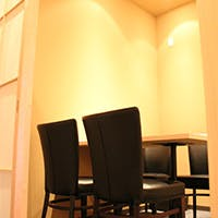 和食の隠れ家レストランで、しっとりと落ち着いた雰囲気でお寛ぎ下さい