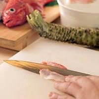 加賀屋で料理長も務めた店主の匠の技が加わる料理をご堪能。