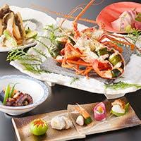 地元漁港で水揚げされた、伊勢志摩の新鮮な食材を使用