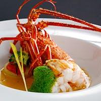 季折々の食材を活かした美食の一皿、南欧風の本格的フレンチ料理が人気