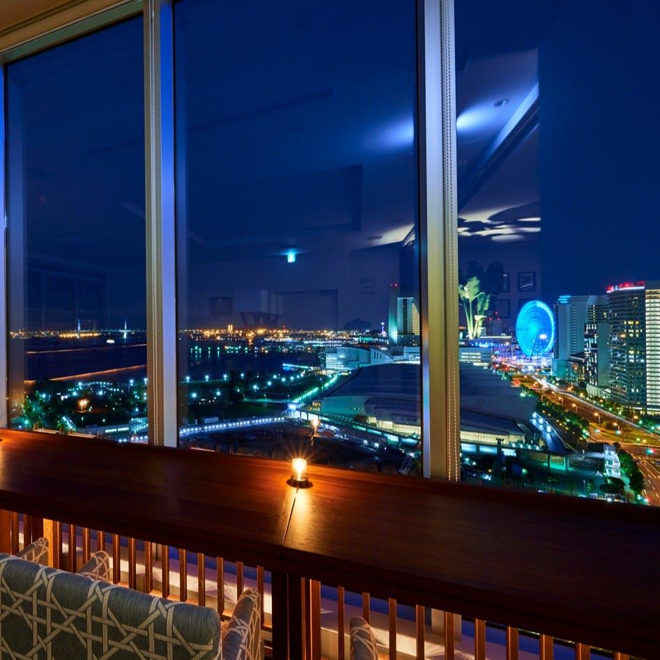 横浜港の美しい夜景に心酔する特等席