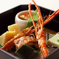 宴を華やかに彩る会席料理や人気のブッフェもご用意
