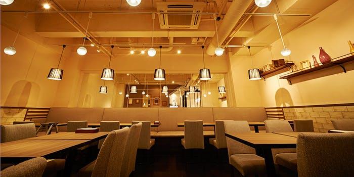 記念日におすすめのレストラン・The Latria Table HEARTH 恵比寿店の写真1