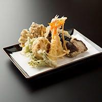新鮮な食材を職人が手間を惜しまず丁寧に日々調理