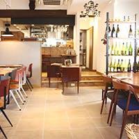 京町家を改装、ヨーロッパの家具や小物を配した空間でゆっくりフレンチを