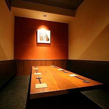 日本酒の利き酒師である店主と料理長が厳選した日本酒を約80種類ご用意。