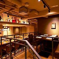 気どらずに美味しい食事を堪能できる、ライブ感溢れるレストラン