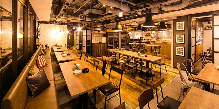 記念日におすすめのレストラン・個室 肉バルvs魚バル デザインフードマーケットの写真1