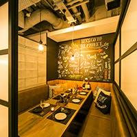 隠し扉の秘密基地個室や夜景を愉しむテラス席も魅力