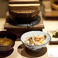 職人の技で炊き上げた自慢の釜飯には四季毎に旬の食材を使用、是非をご堪能ください