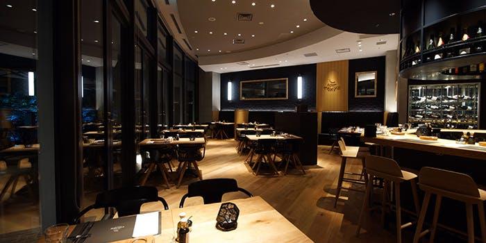 記念日におすすめのレストラン・Artisan de la TRUFFE PARIS 東京ミッドタウン店の写真1