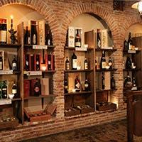 貯蔵本数2,000本を超えるイタリア直輸入の厳選ワイン