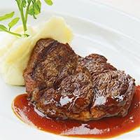 地元の食材を取り入れ、極上の熟成肉を味わえる本格ステーキハウス