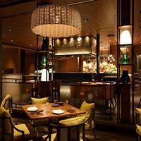 マーケットの活気とホテルの心地よさが絶妙に共存する空間とサービス
