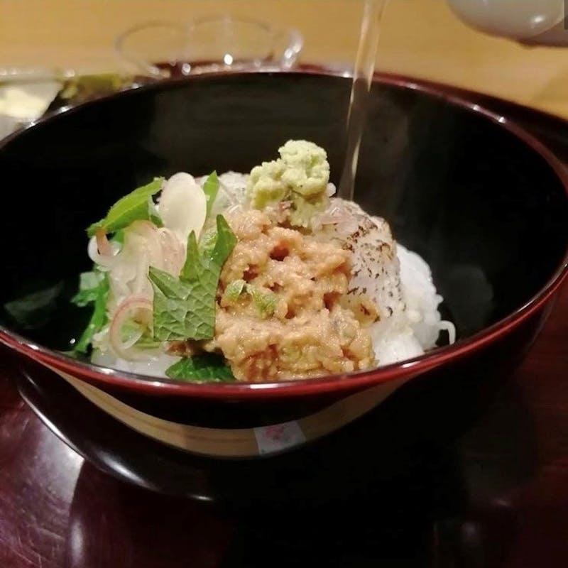 【季節限定】特製胡麻味噌を使った、鱧の焼き霜茶漬け