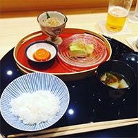 旬の味覚を愉しむ正統派日本料理に「祇園 椿」の彩を添えて