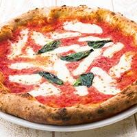 ナポリピッツァ専用の石窯で焼き上げる本格派のピッツァが絶品