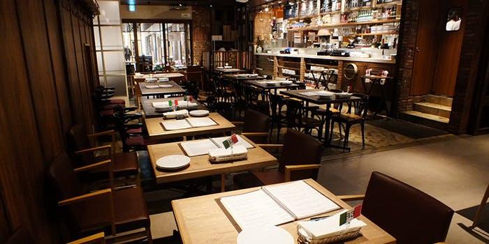 記念日におすすめのレストラン・Trattoria & Pizzeria LOGiC 池袋東口の写真1