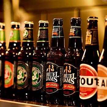 各国のクラフトビールを味わう