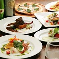 名物である牛ホホ肉の赤ワイン煮込みを中心とした肉料理の数々と豪快な魚料理