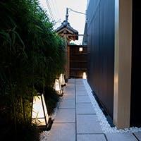 外苑前駅徒歩1分 大通りから竹林の路地を入るとそこはまさに大人の隠れ家