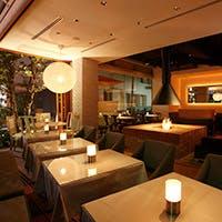 西海岸スタイルの開放的な空間が放つリゾートレストラン