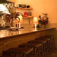 隠れ家のようなカフェ的な空間で、ゆったりのんびりおいしい料理をご堪能