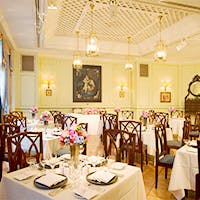 「大航海時代のポルトガル」がテーマのホテル 店内床はテラコッタスタイル