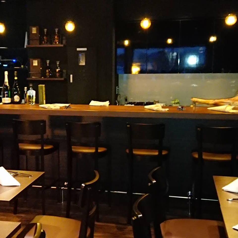 2階のワインバー「Riposoリポーゾ」